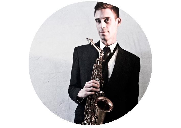 Saxofonist bij de DJ